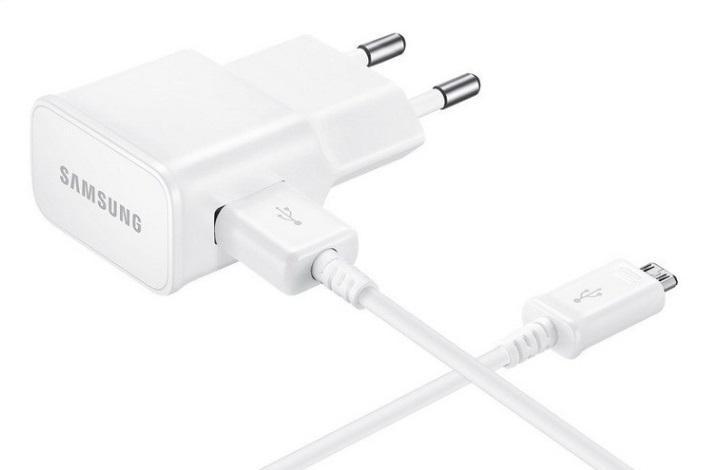 Fotografie Samsung EP-TA20EWE nabíječka do sítě pro rychlé nabíjení microUSB 2A s kabelem bílá Miss Sixty